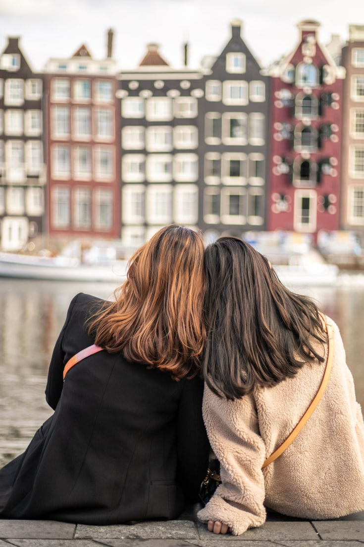 amsterdam architecture street two girls