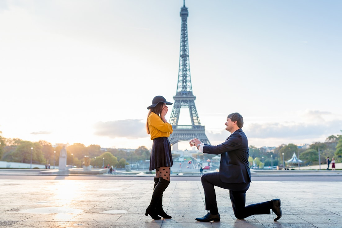 how to propose man propose woman Eiffel Tower