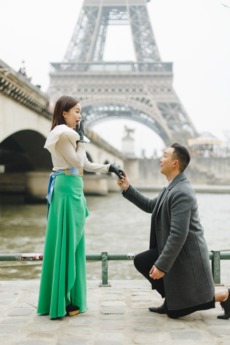 how to propose man propose woman near eiffel tower