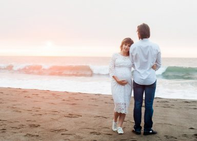 10 Pregnancy Photo Shoot Ideas with Husband